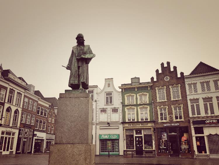 Jheronimus Bosch standbeeld markt 2 - Den Bosch Tips