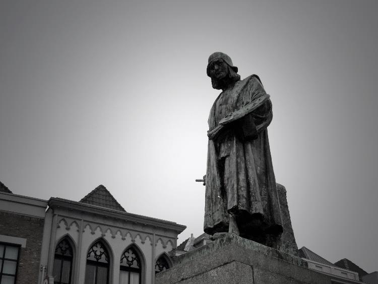 Jheronimus Bosch standbeeld markt 3 - Den Bosch Tips